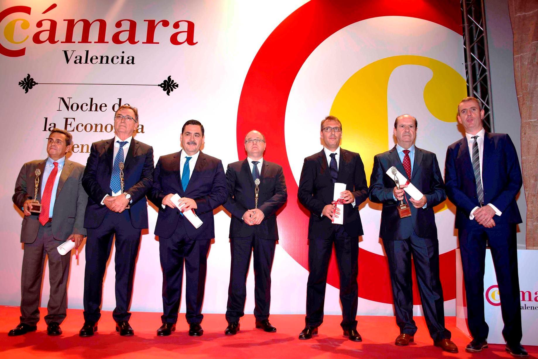 foto de familia de la entrega de premios de la Cámara de Comercio de Valencia