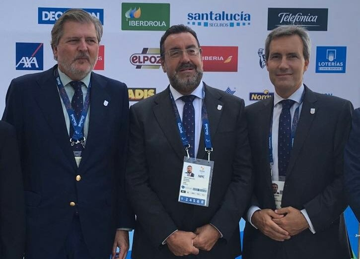 Miguel Carballeda y Alejandro Oñoro junto al ministro íñigo Méndez de Vigo