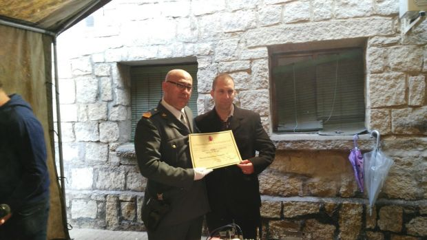 Uno de los vigilantes de ILUNION recibe la mención honorífica