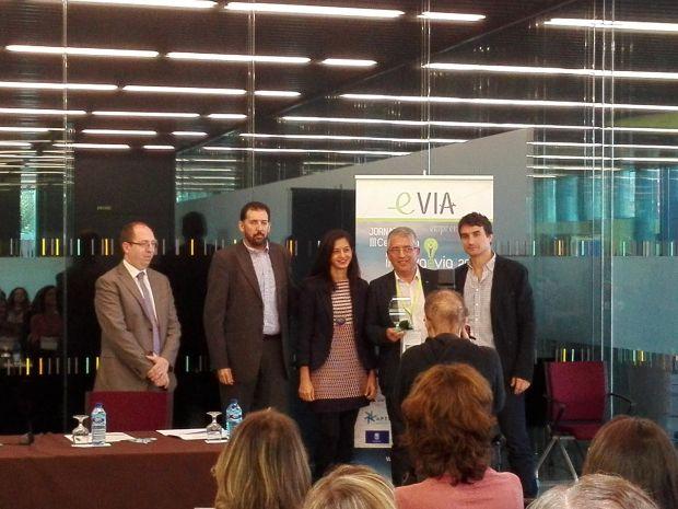 """Foto de familia de los participantes en el proyecto que recibe el premio """"Eliminando barreras"""""""