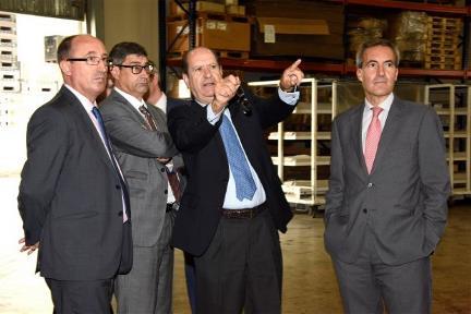 Foto de la visita en la que aparecen José Luís Pinto, Alejandro Oñoro y Alejandro Oñoro entre otros