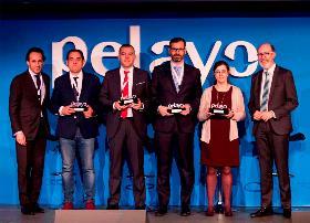 Foto de familia con el premio Rentabilidad y Diversificación Pelayo