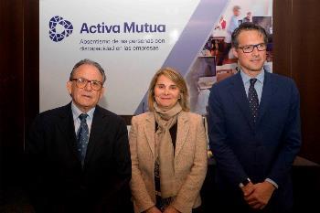 El vicepresidente de Activa Mutua, Josep Nogués, la subdirectora general de Entidades Colaboradoras con la Seguridad Social, Lourdes Meléndez y el director de Comunicación de ILUNION, Fernando Riaño