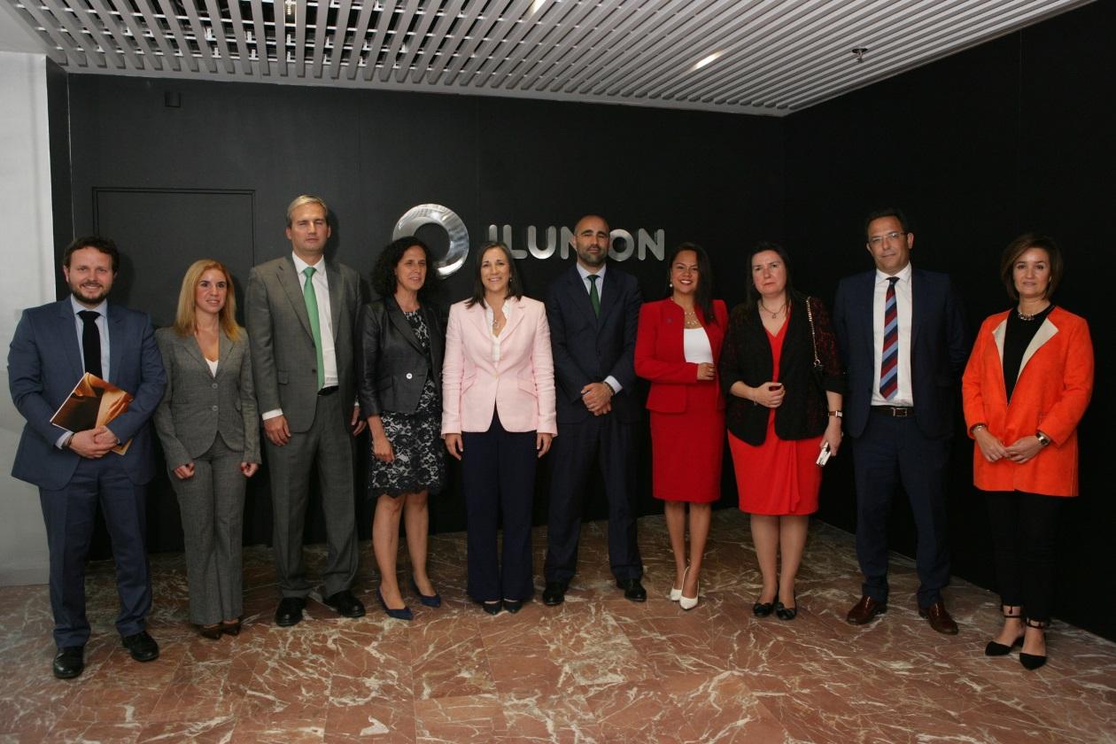 Foto de familia durante la visita de la primera dama de Costa Rica
