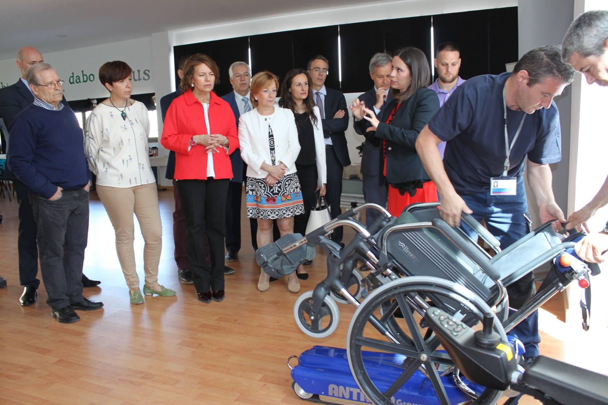 Momento de la visita de la consejera de Bienestar Social de Castilla La Mancha a las instalaciones de Alcázar de San Juan