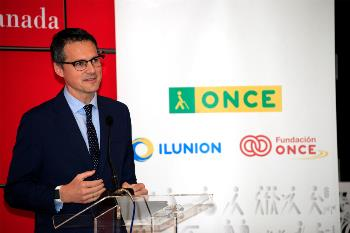 Fernando Riaño, director de RSC, Comunicación y Relaciones Institucionales de ILUNION, durante un momento de su ponencia
