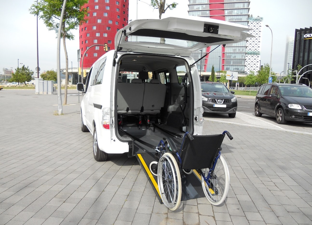 PORTADA NEGOCIO coche electrico adaptado