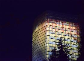 Imagen nocturna de Torre ILUNION