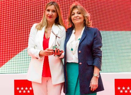 Susana Sanchez y Engracia Hidalgo durante la entrega de premios