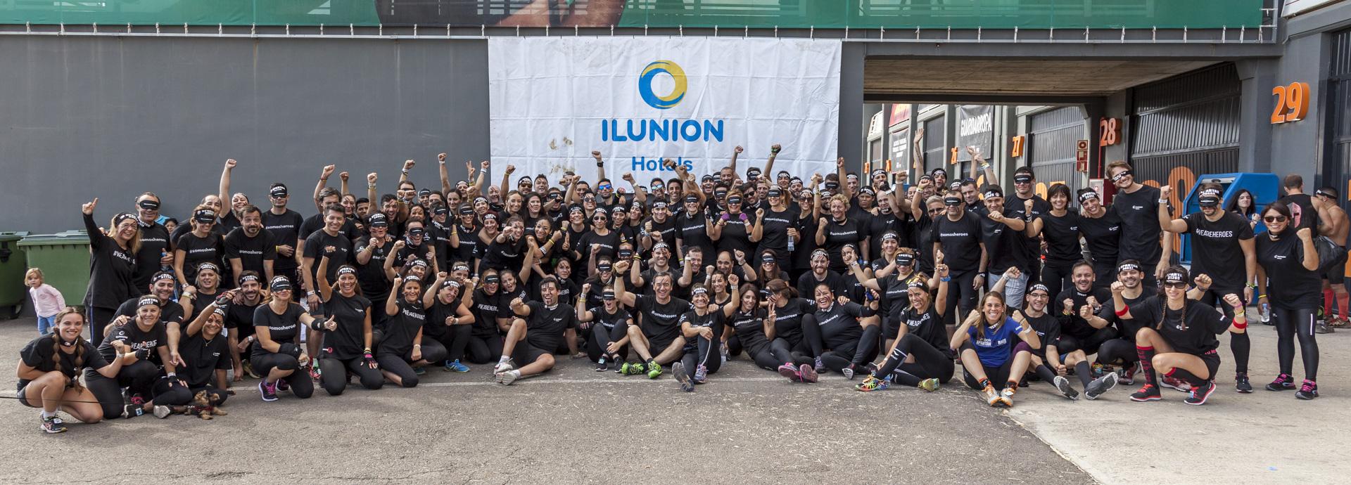 Trabajadores de ILUNION Hotels corren a ciegas la 'Spartan Race' en Valencia
