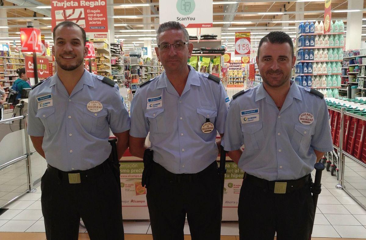 Los vigilantes de ILUNION Seguridad que trabajan en Alcampo Jerez