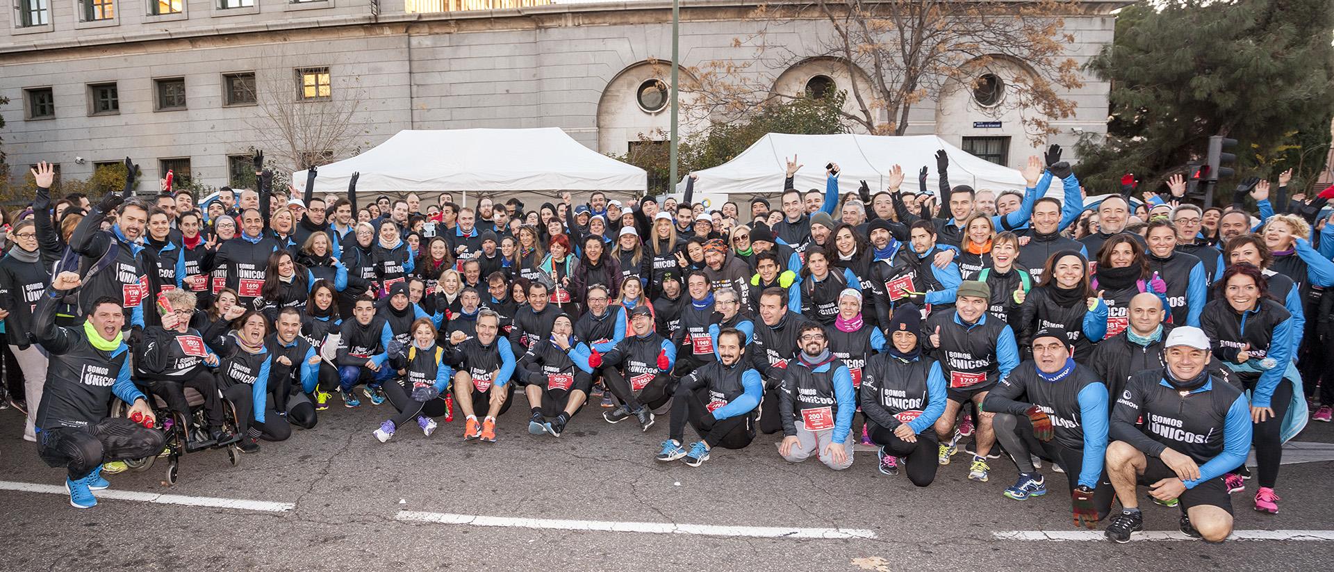 PORTADA 2 Foto de familia de los participantes de ILUNION en la Carrera de las Empresas 2017